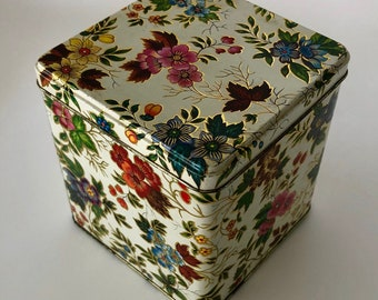 Beautiful Floral Daher Tin Canister - Good Vintage Condition - Great bathroom or kitchen storage!