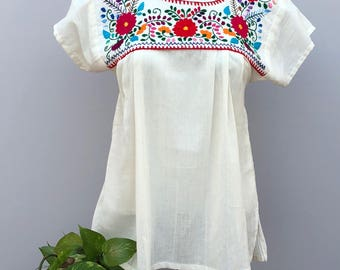 Mexican embroidered blouse, Mexican hand embroidered flowers blouse, mexican huipil, flowers blouse, Oaxaca blouse, mexican
