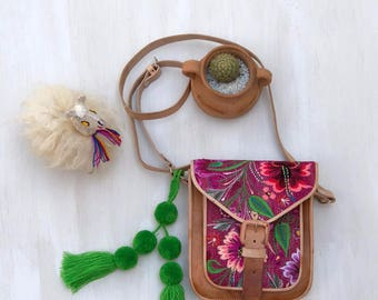 Mexican leather crossbody bag with embroidered flowers, Mexican bag, embroidered bag, mexican leather, mexican crossbody bag, woven bag