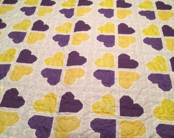twin size quilt - Gathering Hearts