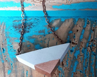Necklace with triangular pendant made of concrete and decorated in gold, copper or silver