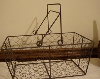 Rustic Style Chicken Wire Basket with Handles / Medium