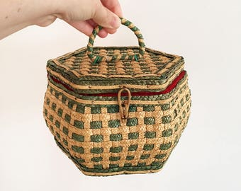 Vintage woven green sewing basket - box - childrens girls room - vintage childrens decor - cane rattan wicker raffia straw travel size #0699