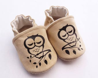 Shoes beige leather with black owls