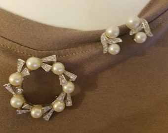 Vintage Rhinestone and Faux Pearl Brooch and Clip On Earring Set