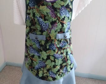 Grapes with leaves full apron