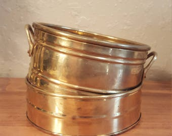 Set of 2 shallow vintage brass bowls/planters/pots/catch-all.  Retro brass.