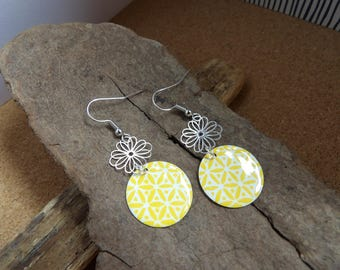 earring print flower and yellow enameled round sequin