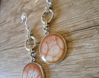 Round silver charm and earrings cabochon pale pink flesh-colored print