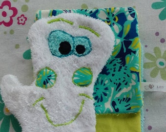 Funny washcloth with its two wipes