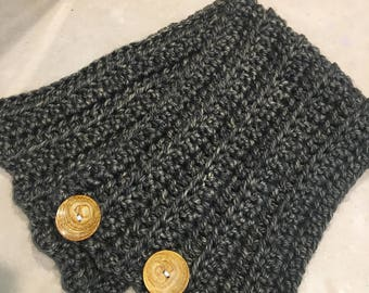 Cute 3-Button Cowl