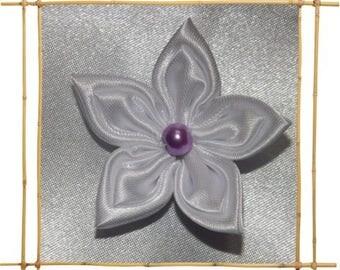 White satin kansashi flower