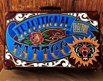 Deco suitcase, lettering, SignVintage, Pinstriping, Kustom Kulture Tattoo Shop