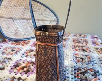 Vintage Woven Wicker Rattan Basket Planter Vase with Handle and Wood Feet Boho Jungalow Decor Hanging Basket