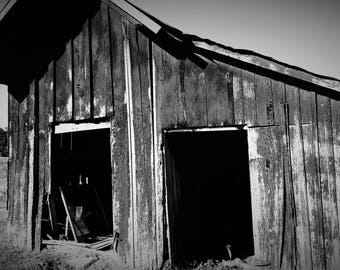 Old Barn near the Battle of Perryville - Black and white or color photo