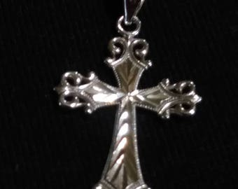 10kt White Gold Cross Pendant Necklace