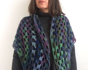 Crocheted shawl / Crochet Scarf / Blue-Green Shawl / Wool Shawl / Chal de ganchillo / Chal azul verde / Blue green Crochet Shawl