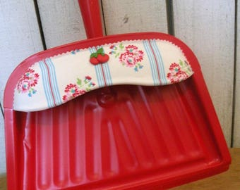 Vintage  Red Retro Dust pan metal painted upcycled Farmhouse Kitchen ECS RDT OFGTteam SVFteam FVGteam Glamping trailer