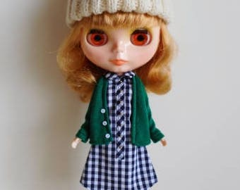 Green cardigan for Blythe