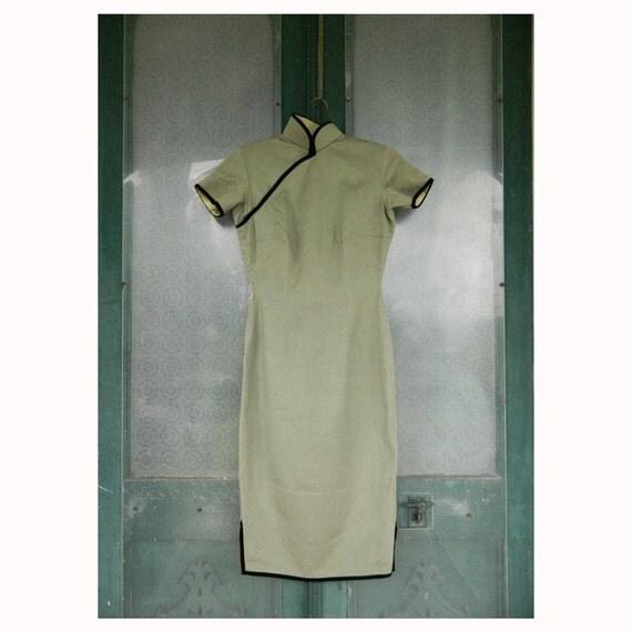 Vintage Slim & Sleek Asian Wiggle Dress Green Wool Satin Lined