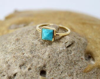 Turquoise Pyramid Gold Ring