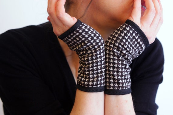 Mitten cuff graphic black and white wool and jersey Coton.pied Rooster mitten