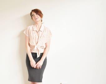 atomic peach floral sketch blouse . vintage geometric tie front .small.medium