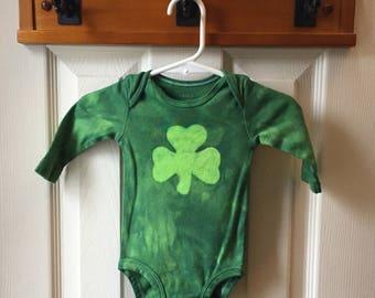 Shamrock Baby Bodysuit, St. Patrick's Day Baby Bodysuit, Shamrock Baby Shirt, Baby Shamrock Bodysuit, Shamrock Baby Gift, Baby Shower Gift