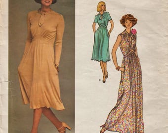 Vogue 1418 / Vintage Designer Sewing Pattern By Renata / Dress Gown / Size 8