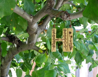 "Small Ceramic ""Hi"" Sign with Impressed Plants - Handcrafted Clay Wall Decoration - Front Door / Garden Gate Welcome Sign - Friendly Greeting"