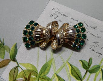 CORO Signed DUETTE Green Rhinestone Fur Clips or Brooch   OEO9