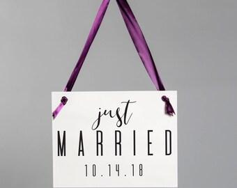 Just Married signe de mariage avec Date sur mesure | Mariée et le marié Photo Prop | Décor de réception de mariage | Handmade in USA 1701 BW