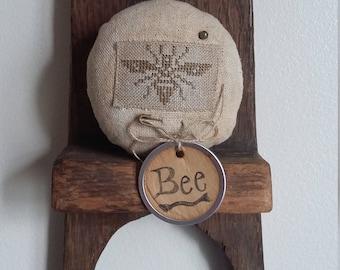 Primitive cross stitch Bee Motif Patchwork zinc jar lid pinkeep folk art makedo