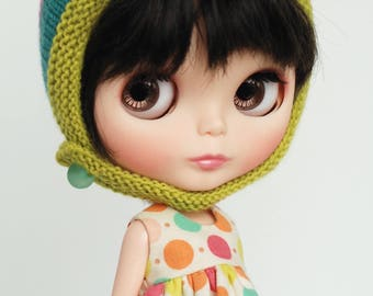 Pistacchio and stripes - knitted Blythe hat with chin strap