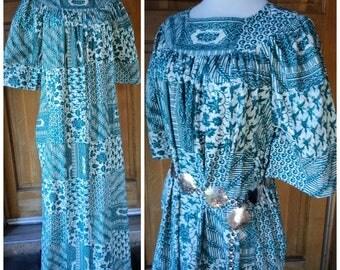 Vintage 70s Hippie Dress Maxi Muumuu Peasant Dress Batik Print Side Pockets Puff Flare Sleeves 70s Boho Dress OS 42 B