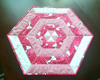 Snoopy Valentine's day Hexagon Tabletopper