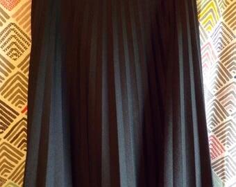 "high waist BLACK MAXI SKIRT vintage loosely pleated long xs 24.5"" waist (B7)"