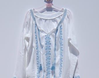 Crisp White Cotton EMBROIDERED Hippie Bohemian Mexican Ethnic Folk Peasant Top