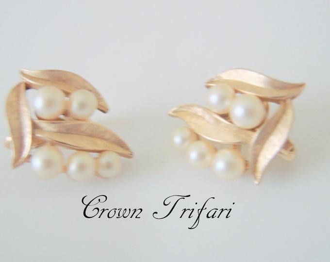 Classic Crown Trifari Pearl Earrings / Designer Signed / Simulated Pearls / Textured Goldtone / Vintage Jewelry / Jewellery