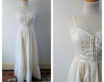 SALE Vintage 1970s 70s Gunne Sax white Prairie dress, boho maxi dress, corset dress, xxs, xs
