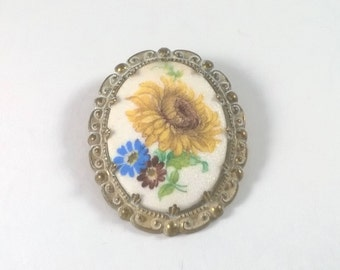 Vintage Yellow Sunflower Flower Brooch - Oval Floral Pin  - Retro Jewelry Pin 1960s