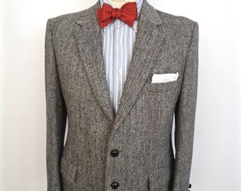Harris Tweed Sport Coat with leather knot buttons / vintage gray herringbone wool suit jacket / men's medium