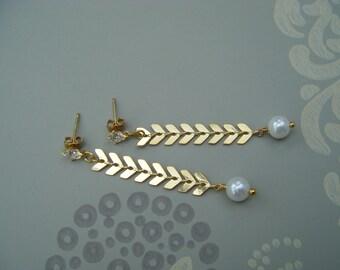 Pearl earring , pearl drop earring , chain earring , fishbone earring ,  chandelier earring , cubic zirconia stud earring