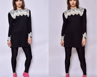 Vintage 80's Lace Collar Black Sweater Dress / Oversized Black Sweater - Size Medium
