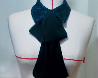 Removable collar with tie