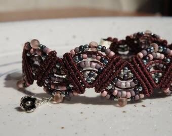 Adjustable macrame bracelet in deep red color