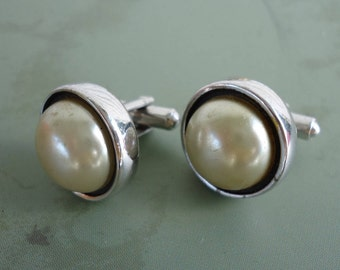 Hickok Large Faux Pearl and Silvertone Cuff Links