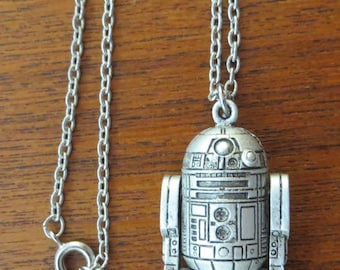 Original 1977 Star Wars R2D2 Droid Pewter Necklace & Pendant 20th Century Fox - Free Shipping