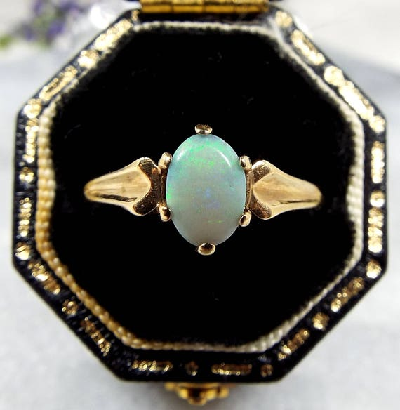 Vintage 1985 9ct Yellow Gold Solitaire Claw Mount Natural Opal Ring / Size O 1/2