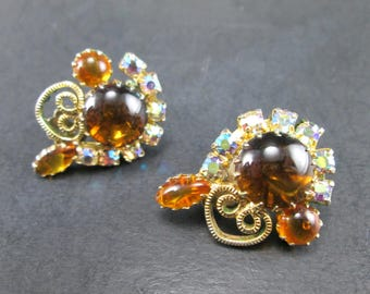 Vintage Juliana Amber Cabochon and Aurora Borealis Rhinestone Gold Tn Earrings Clip On DeLizza & Elster 60s